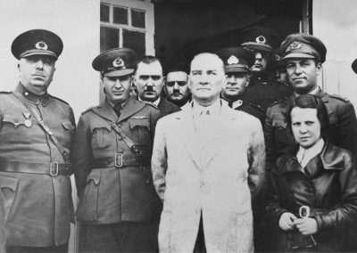 Sabiha Gökçen Mustafa Kemal  Atatürk'ün yanında