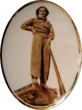 Eribe Hürkuş / Mezar taşından alınan porselen kabartma